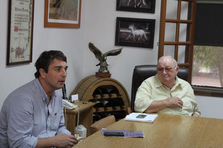 Sebastian tillsammans med ägaren Don Luis Agustin Suarez.